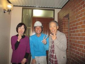 完成記念写真(左から奥様、濱上、ご主人)